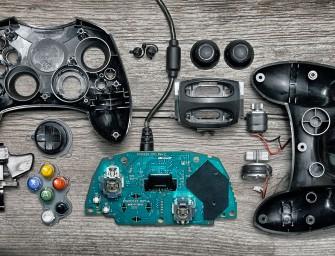 Deconstructed : Dissection de manettes de jeux vidéos par Brandon Edgar Allen