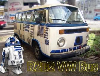 Un vieux combi Volkswagen des années 70 en version R2-D2