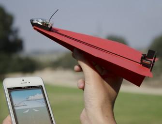 PowerUp 3.0 : Transformer un avion en papier en drone télécommandé depuis un smartphone