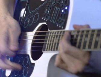 Le futur de la guitare acoustique rencontre l'electro !