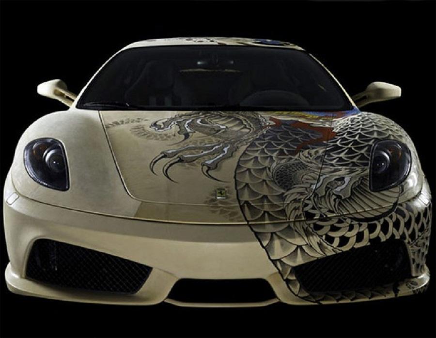 Croissant La Ferrari tatouée : Une Ferrari F430 recouverte de cuir et tatouée DS-11